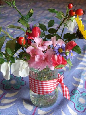 love those fragrant sweet-peas and the shiny rose hips
