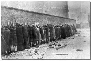 Jewish fighters lined up against the wall