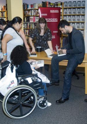 Ricky+Martin+Ricky+Martin+Signing+Copies+New+YNJCmvtlfcXl.jpg