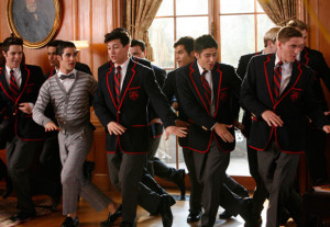 Previous Next Blaine hangs out with the Warblers Copyright: Fox 4 of 6