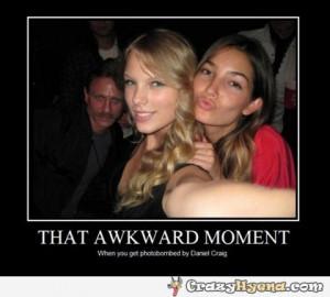 that-awkward-moment-photobomb-daniel-craig.jpg