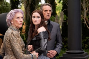 EILEEN ATKINS as Gramma, ALICE ENGLERT as Lena Duchannes and ...