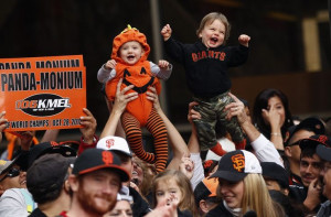 San Francisco Giants fans cheer on World Series champions (Photo ...