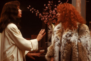 Still of Bette Midler and Barbara Hershey in Beaches (1988)