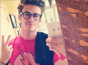 First Look: Grant Gustin As 'The Flash', Full Suit Revealed!
