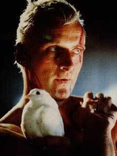 filmin sonuna pek az kala replicant roy batty'nin ölmeden önce ...