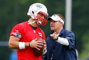Tim Tebow talks with Patriots offensive coordinator Josh McDaniels at ...