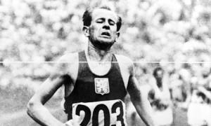 Una vita di corsa, Zatopek maratoneta anti-regime