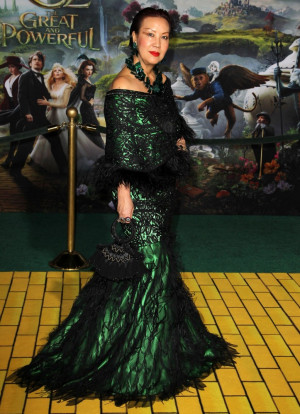 sue-wong-premiere-oz-the-great-and-powerful-02.jpg