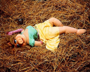 miss-piggy-roll-in-hay