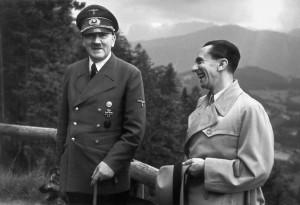 Hitler e Goebbels: para o ministro, o Führer era um enviado de Deus ...