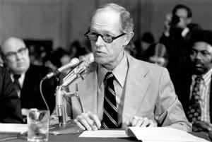 Howard Hunt, Watergate figure, dies at 88