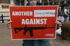 An American protesting the easy availability of military style weapons ...