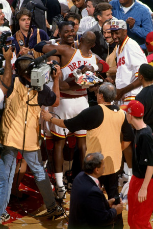 Hakeem Olajuwon & Clyde Drexler embrace after winning the 1994-1995 ...