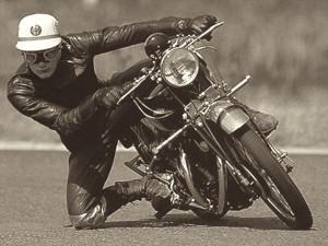 ... com/wp-content/uploads/2012/03/John-Surtees-Getting-His-Knee-Down.jpg