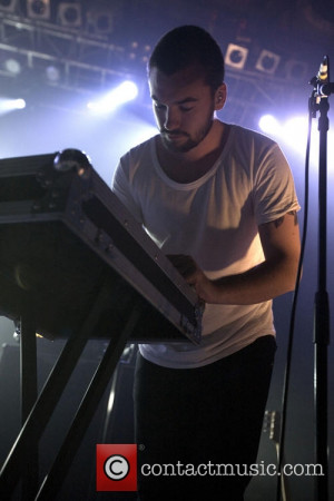 ross macdonald the 1975 performs the 02 3871391