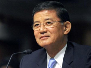 Explain why Secretary Eric Shinseki resigned his position.