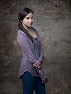 STAR-CROSSED Scoop: Malese Jow Talks Portraying an Alien-Enthusiast ...