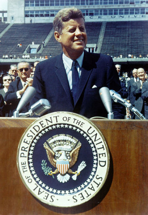 413px-John_F._Kennedy_speaks_at_Rice_University.jpg