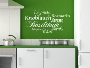 Wandtattoo Küchenkräuter in Weiß auf grüner Wand