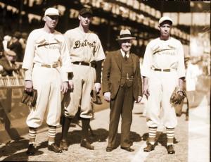 1934 World Series (hyper-link) : Dizzy Dean, unidentified, Paul Dean.