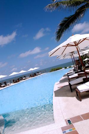 Ocean Club Hotel And Resort