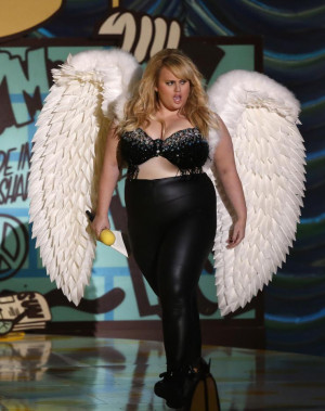 Rebel Wilson strutting on stage. SOURCE: Reuters.