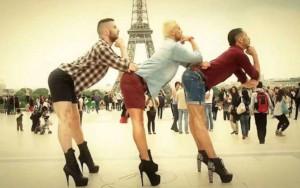 ... al tirri, a Pachano o al bicho gomez bailando sobre tacos de mujer