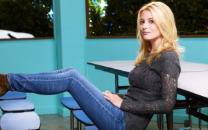 Gillian Jacobs Wearing Jeans Images, Pictures, Photos, HD Wallpapers