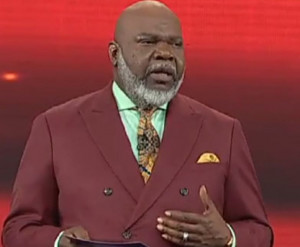 Bishop T. D. Jakes Held a Moment of Silence and Prayer In Memory of 21 ...