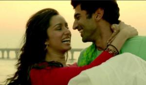 Aditya Roy Kapoor and Shraddha Kapoor in Aashiqui 2 Love Scene