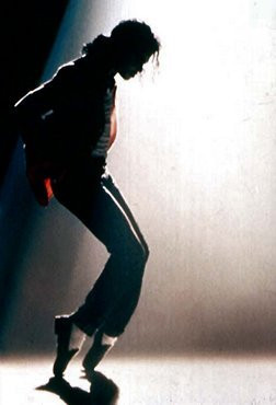 Michael Jackson's astonishing toe stand, revealing his bright white ...