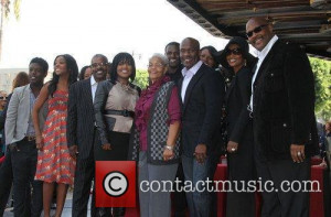 bebe-winans-and-cece-winans-with-family_3567767.jpg