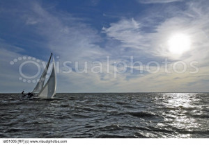 sailboat_sailing_on_open_water_ist01005.jpg