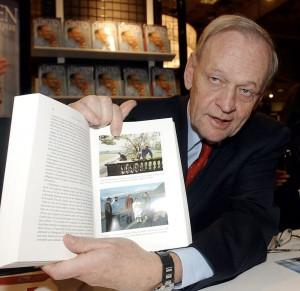 JMTL Jean Chr tien lors d 39 un Salon du livre en 2007 la suite de
