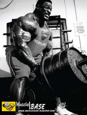 Ronnie Coleman rowing a shitload of weight