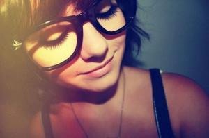 Compilação de gostosas usando óculos (25 imagens)