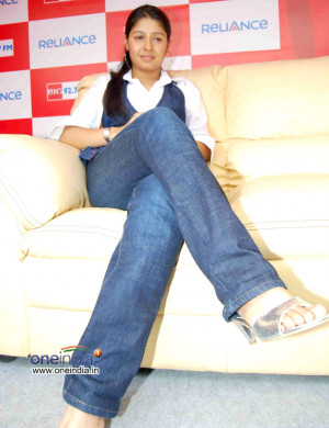 72123d1314420886-sunidhi-chauhan-sunidhi-chauhan-wallpaper-pictures ...