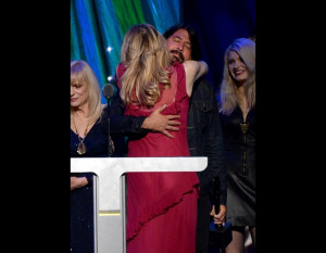 Dave Grohl & Courtney Love Hug It Out at Hall of Fame Ceremony + 13 ...