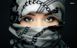 Green eyes behind the scarf wallpaper