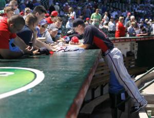 Atlanta Braves third baseman Chipper Jones signs autographs for fans ...