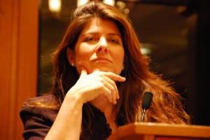 ... what international critics have pointed out. The case of Naomi Wolf