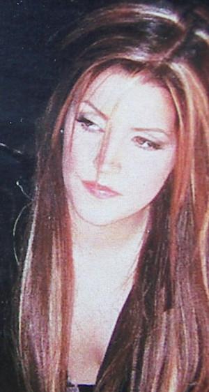 Lisa-lisa-marie-presley-30190648-427-800.jpg