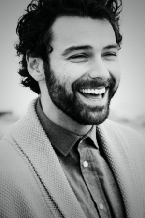 aidan turner smile