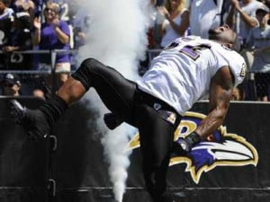 ... tweets-that-sum-up-the-response-to-ray-lewis-season-ending-injury.jpg