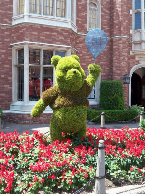 Disney Magic: Pooh, Tigger, Piglet & Eeyore Topiary