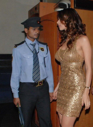 Security Guard's superb reaction at Malika's entry