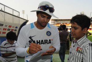 Suresh Raina obliges his fans