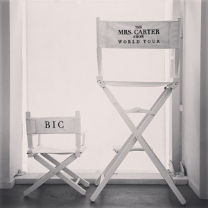 beyonce-baby-blue-ivy-instagram-mrs-carter-show-world-tour-chairs.jpg