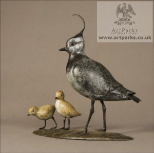 ... Lapwing (bronze standing and Chicks/Family statuettes/statue/figurine
